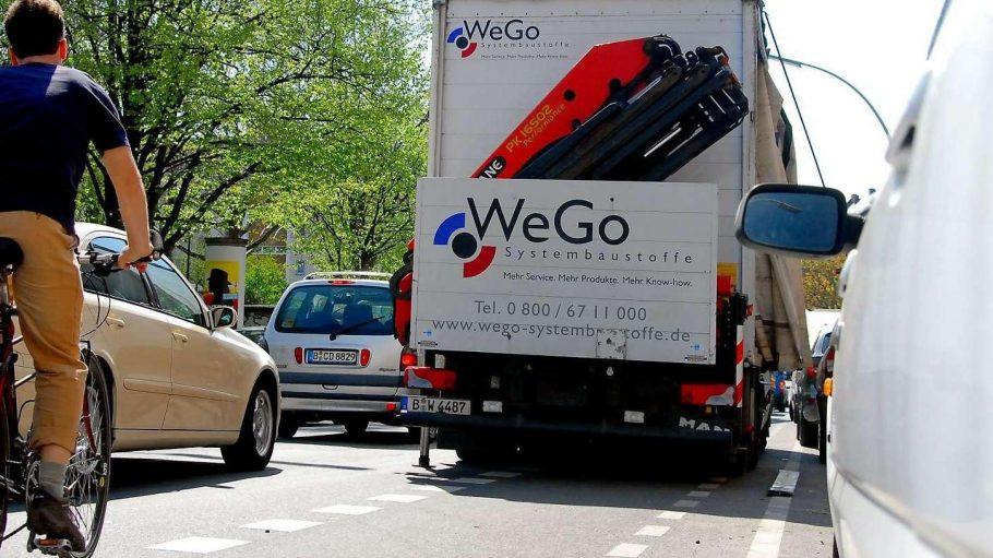 Neben der Spur. Bisher ist es für Radfahrer aufwendig, Falschparker auf ihren Wegen anzuzeigen.