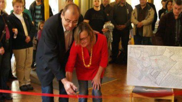 Am 19. Oktober eröffneten Stadtrat Hanke und Petra Sperling vom Gemeinwesenverein den neuen Familientreff Staaken.
