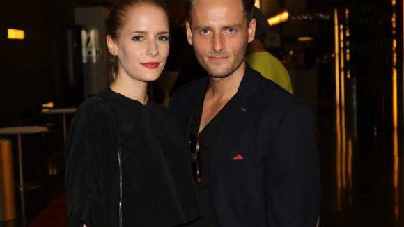 Das wären im Einzelnen: Cornelia Ivancan (Lucy) und Dominic Oley, die im Film ein Paar sind ...