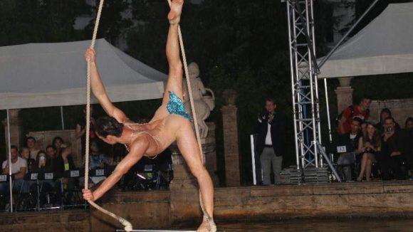 Auch Akrobatisches gab es am Märchenbrunnen zu sehen.