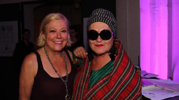 Zu Skodas Gästen gehörten ihre Kollegin Susanne Wiebe (l.) und Künstlerin Elvira Bach.