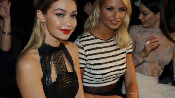 Als Special Guest bei der Maybelline Show im Zelt dabei: US-Model Gigi Hadid, hier neben Lena Gercke.