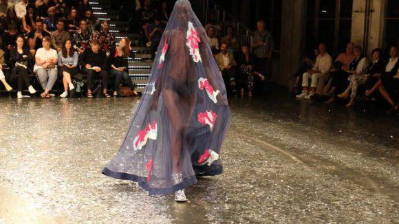 Zu sehen gab es eine transparente Burka ...