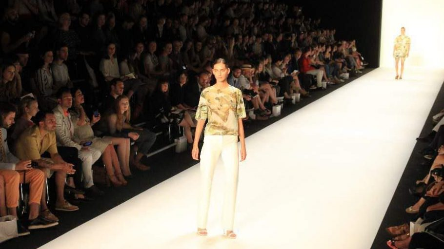 Designer Hien Le eröffnete am 2. Juli den Reigen der Shows im großen Zelt am Brandenburger Tor.