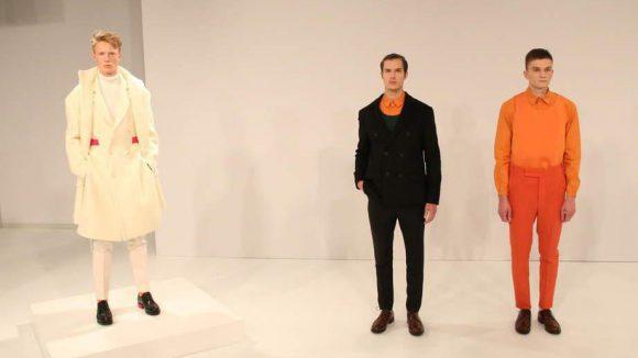 Farbenfroh ging es bei IVANMAN zu. Für die Kollektion ließ man sich von Goethes Farbenlehre inspirieren. Die Mode kombiniert Elemente aus dem Wintersport mit traditionellen Wollqualitäten und klassischer Schnittführung.
