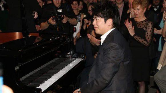 Im Edelkaufhaus Lafayette präsentierte Star-Pianist Lang Lang nicht nur seine musikalischen Qualitäten - sondern vor allem den ersten eigenen Duft.