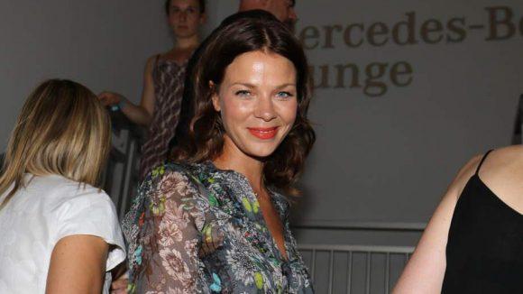 Ein nettes Lächeln bekam unser Fotograf von Schauspielerin Jessica Schwarz.
