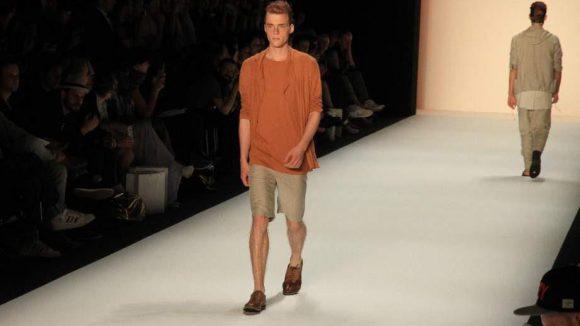 Da wird die Mode fast schon zur Nebensache. Hier trotzdem ein Eindruck von Marc Stones Herrenkollektion.