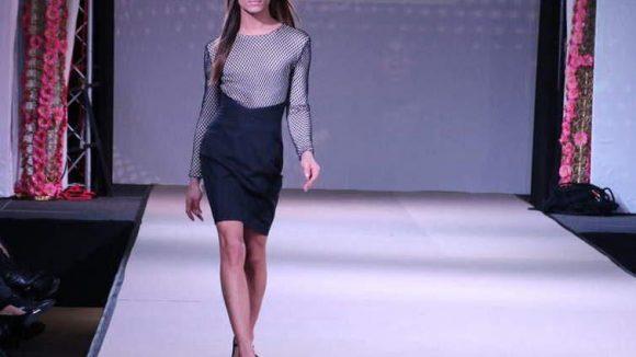 Gezeigt wurden futuristische Mode-Kreationen des New-Comers Philipp Triebel für Frauen...,