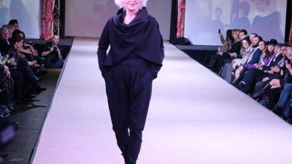 Schwarz und schlicht: die Mode vom Studio Gampe.