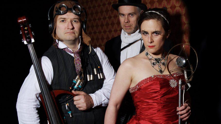 Feline & Strange alias Marc André Haller, Christoph Klemke und Feline Lang (v.l.) laden ab sofort zum Steam Ball.