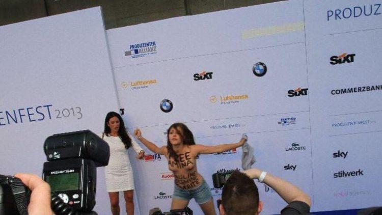 """Mit ihrer Oben-ohne-Attacke und dem Ruf """"Free Femen"""" (""""Befreit Femen"""") machten Mitglieder der Frauenrechtsgruppe Femen wieder mal auf sich aufmerksam."""