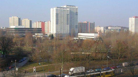 Plattenbauten und viel Grün: Der Ortsteil Fennpfuhl in Berlin-Lichtenberg.
