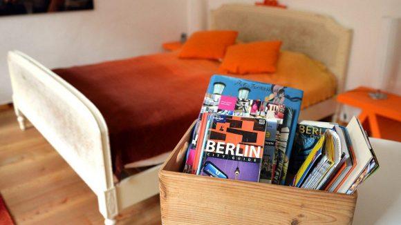 Eine Ferienwohnung in Berlin: Gemäß dem Zweckentfremdungsverbot ist sie seit Kurzem genehmigungspflichtig. Genehmigungen werden nur erteilt, wenn es sich nicht um normalen Wohnraum handelt. Diese Praxis hat das Verwaltungsgericht nun bestätigt.