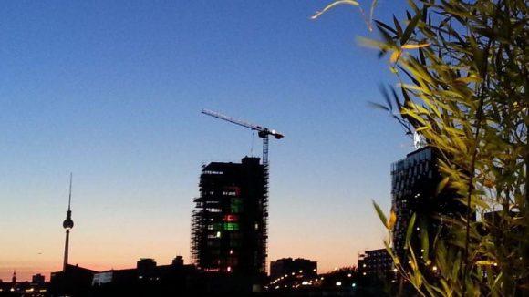 Berlin-Kulisse bei Nacht.