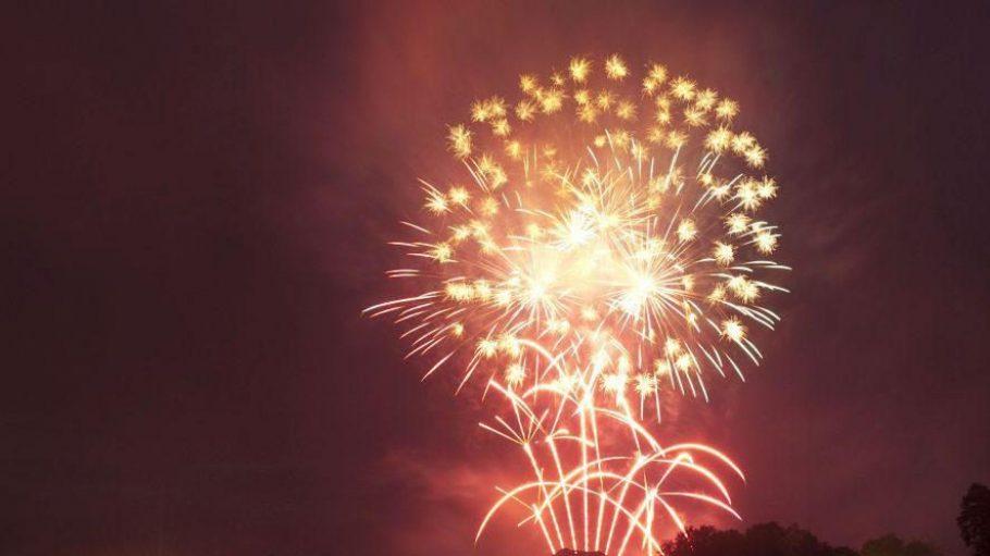 An diesem Wochenende gibt es wieder bezaubernde Feuerwerke in Potsdam zu sehen. In den vergangenen Jahren hatte die Feuerwerkersinfonie teilweise mit Sommerunwettern zu kämpfen. Ein Glück: Für dieses Wochenende hat sich ruhiges Wetter angekündigt.