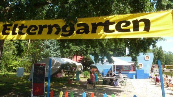 In der Ferienstadt gehören natürlich nicht die Kinder in den Kindergarten, sondern die Eltern in den Elterngarten.