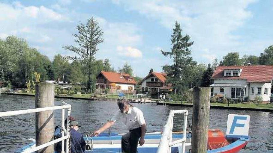 """Das Ruderboot """"Paule III"""" ist Berlins kleinste Fähre und ein echtes Original."""