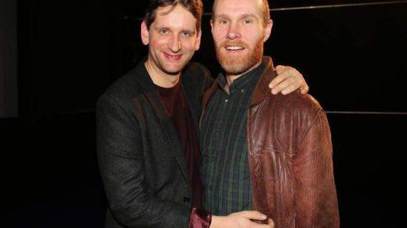"""Sebastian Schwarz spielt den verlorenen besten Freund Mark. Niels Bormann (rechts) verkörpert in """"bestefreunde"""" Steffen, der Susi dabei helfen soll, sich ihren früheren Kumpel zurückzuerobern."""