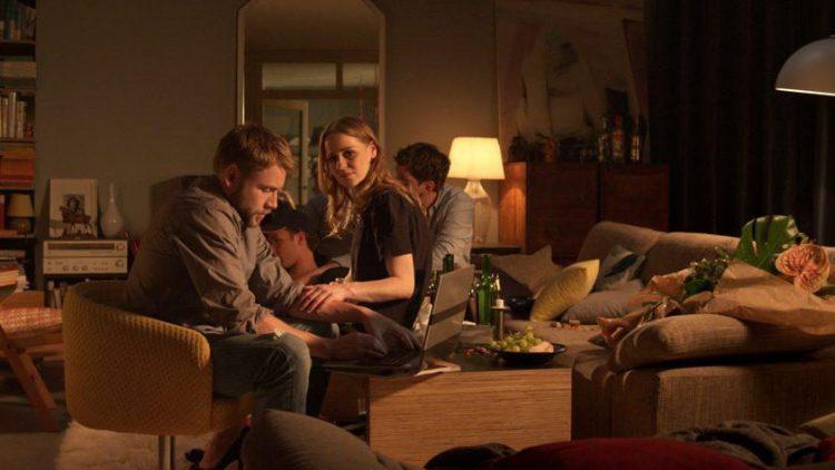 """Im Eröffnungsfilm """"Lichtgestalten"""" von Christian Moris Müller macht sich ein Paar auf die Suche nach einem neuen Lebensweg."""