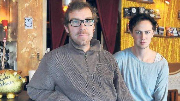 Martin Schuffenhauer (l.) und Sebastian Schwendner betreiben die Filmkunstbar Fitzcarraldo in Kreuzberg.