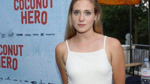 """Auch die schöne Halbspanierin Bea Santos spielt eine Hauptrolle in """"Coconut Hero""""."""