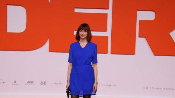 ... Model Eva Padberg in leuchtendem Blau ...