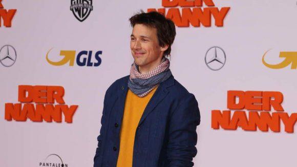 ... und Schauspieler Florian David Fitz, der - warum auch immer - in den Farben eines Sponsors erschien.