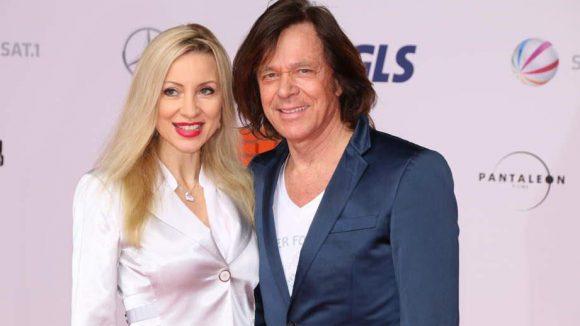 Wie immer ganz entspannt: Schlagerstar Jürgen Drews mit Frau Ramona.