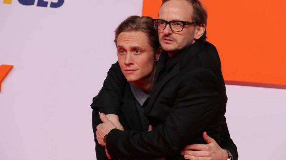"""Im Film """"Der Nanny"""" sind sie Gegenspieler, bei der Weltpremiere im Cinestar Sony Center zeigten sie sich auf dem roten Teppich in trauter Eintracht: Hauptdarsteller und Regisseur Matthias Schweighöfer (l.) und Milan Peschel."""
