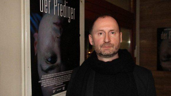 Thomas Berger führte Regie und schrieb auch das Drehbuch.