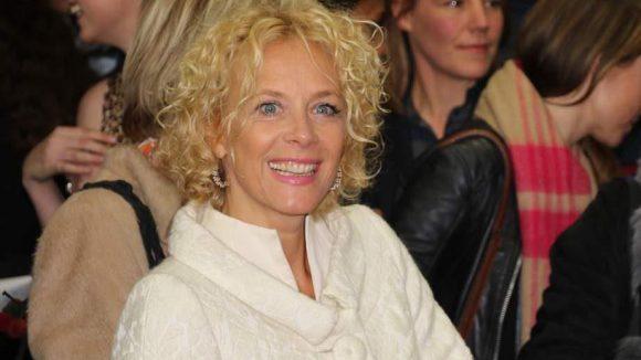... Egal, sie hat gute Laune: Katja Riemann spielt im Film die Chefin eines Fernsehsenders, der mit dem wieder aufgetauchten Führer auf Quotenjagd geht.