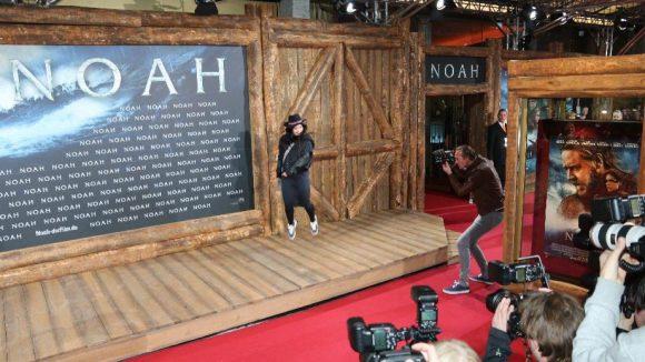 Schauspielerin Anna Fischer auf dem ersten roten Teppich mit 3D-Effekten ...