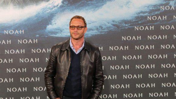 Diesen Mann kennt auch Hollywood: Thomas Kretschmann mit modischer Lederjacke.