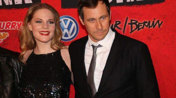 Diese Zwei gehören ebenfalls zum Cast: Anna Maria Hirsch und Marc Hosemann.