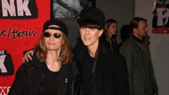 ... Multitalent Veruschka (l.) und Modedesignerin Esther Perbandt ...