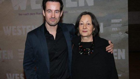 """Regisseur Christian Schwochow (""""Die Unsichtbare"""", """"Der Turm"""") liefert mit """"Westen"""" seinen nächsten großen Film ab. Mutter Heide ist auch diesmal die Drehbuchautorin."""