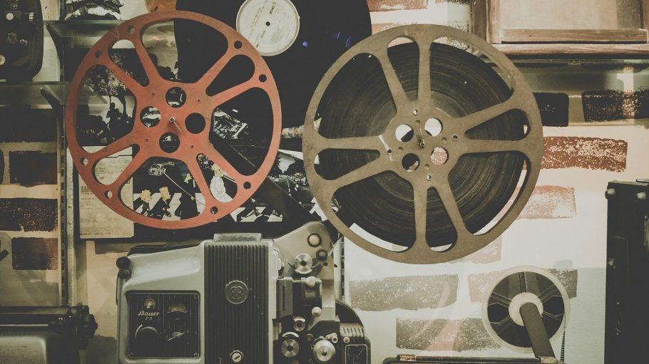 Ein alter Filmprojektor mit Retro-Charme sieht zwar schön aus, kommt in modernen Kinos aber selten zum Einsatz.