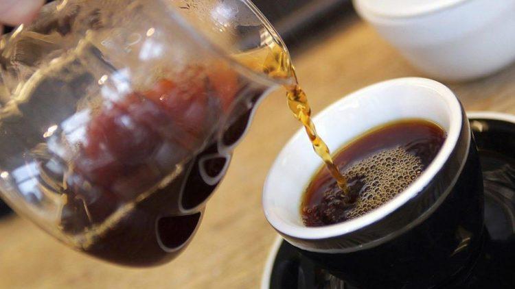 Frisch gebrühter Kaffee darf in Berlin wieder durch den Filter laufen.