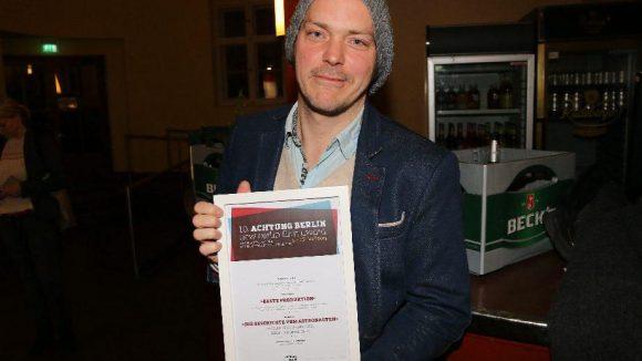 """Auch Godehard Giese durfte sich freuen: Er wirkte im ausgezeichneten Film """"Millionen"""" als Schauspieler mit und erhielt für """"Die Geschichte vom Astronauten"""" den Preis für die """"Beste Produktion""""."""