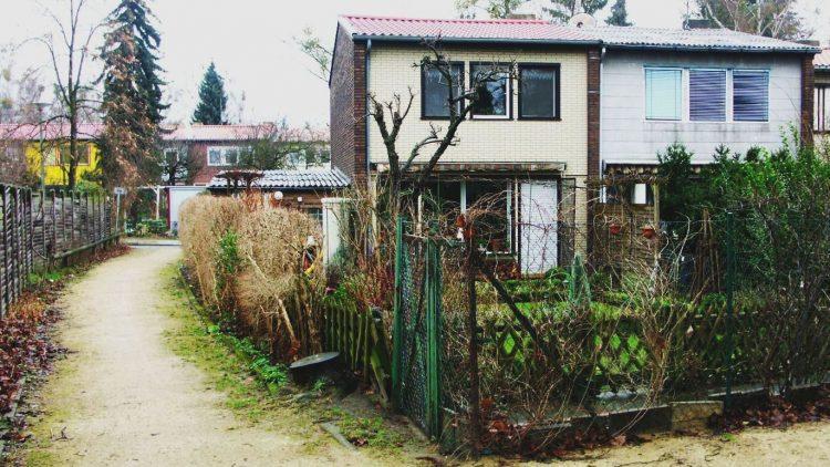Klein und aufgereiht: Häuser in der Finnenhaus-Siedlung in Kladow