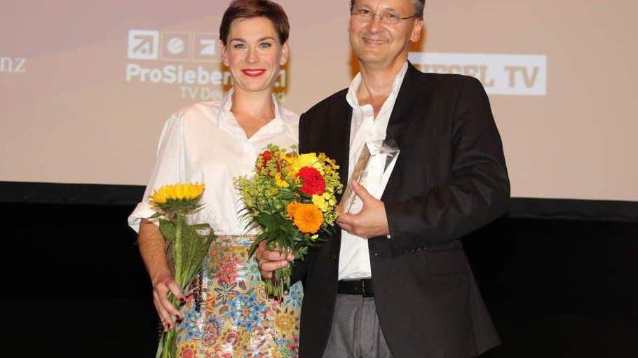 Christiane Paul überreichte dem Filmkritiker Knut Elstermann einen Ehrenpreis.