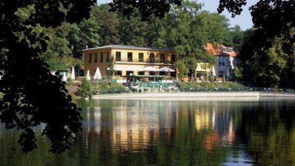 Wenn das mal nicht idyllisch ist: das beliebte Restaurant Fischerhütte.