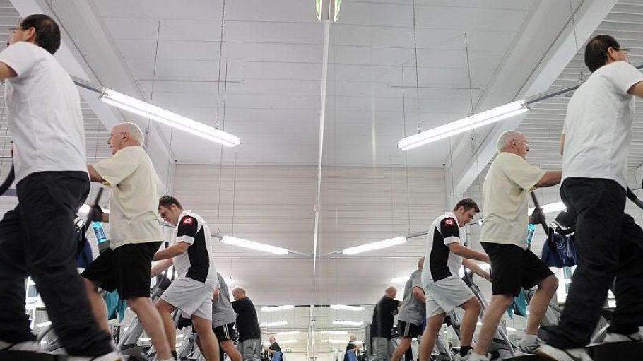 Viele Fitnessstudios sind gut ausgestattet und bieten neben den üblichen Geräten ein abwechslungsreiches Kursprogramm.