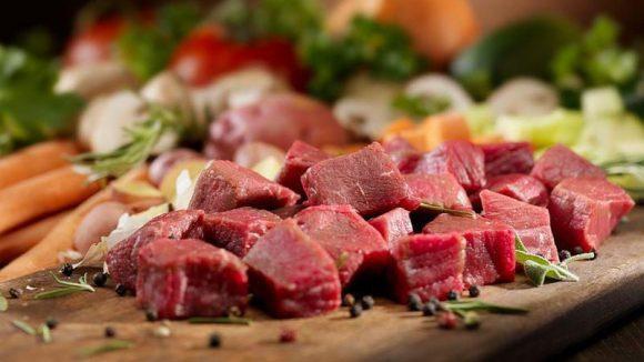 Keine Hülsenfrüchte, keine Milchprodukte, kein Zucker, dafür naturbelassene Zutaten und Fleisch von Tieren aus Weidehaltung kommen im Sauvage auf den Tisch.