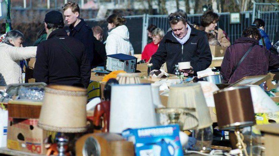 Der Flohmarkt am Mauerpark ist längst kein Geheim-Tipp mehr und auch bei Touristen ausnehmend beliebt.