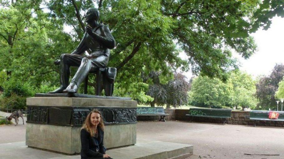 """Als am Weinbergspark neben uns direkt ein Penner ins Gebüsch pinkelt, lacht Joop. """"Das ist so Berlin!"""""""