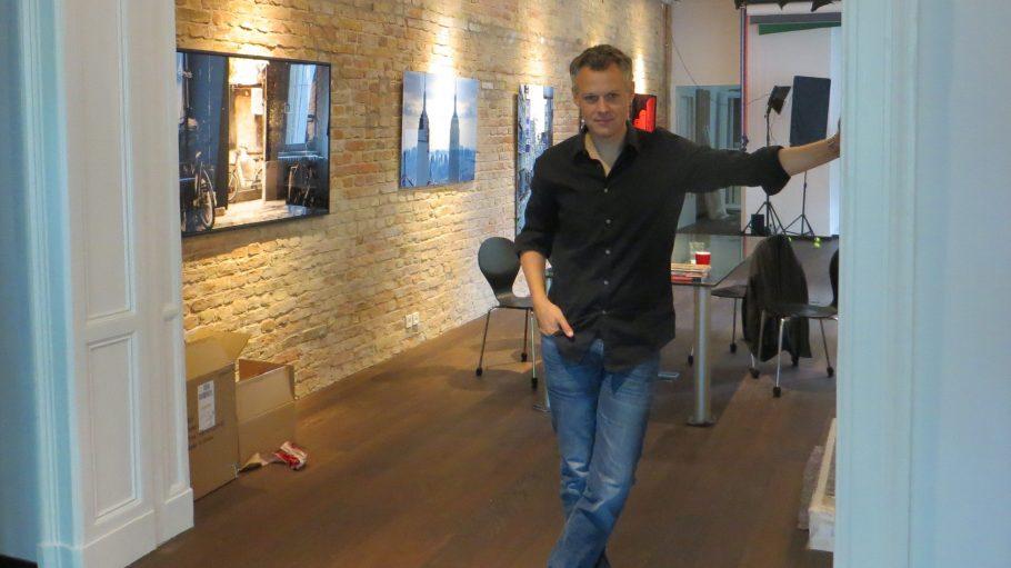 Florian Froschmayer in seinen neuen Arbeitsräumen in der Gervinusstraße.