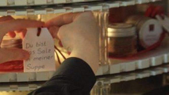 Ein Stück vom Glück - kann sich jeder aus der Schublade des FLORIS Feinkost-Automaten ziehen.