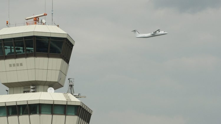 Nun fliegen sie weiter: Auch nach dem 3. Juni werden die Anwohner in der Einflugschneise des Flughafens Tegel nicht zur Ruhe kommen